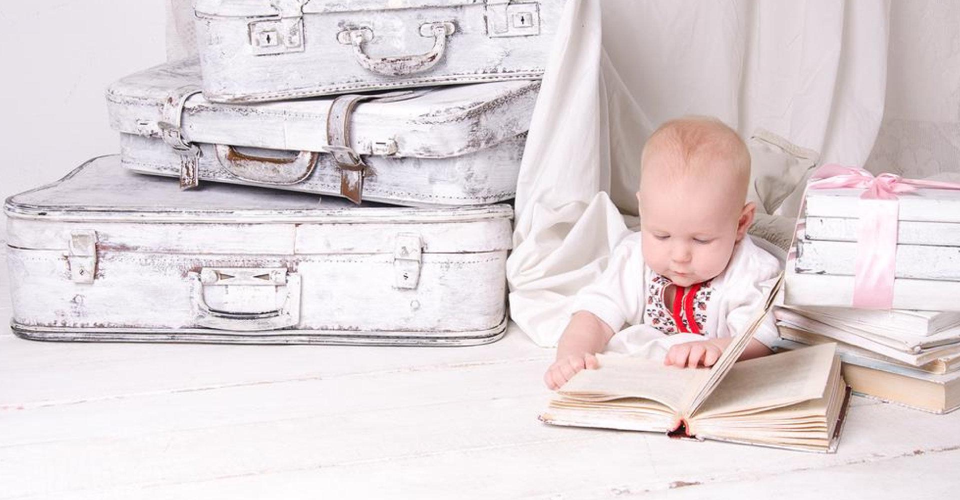 schon die Kleinsten interessieren sich für Bücher.